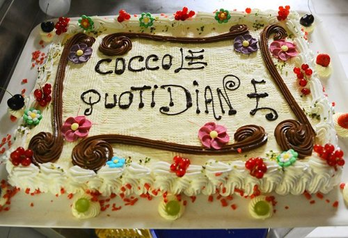 torta con scritta `coccole quotidiane`