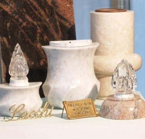 vasi in marmo, luci per tombe, oggetti per tombe