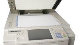 una stampante per documenti a colori e in bianco e nero