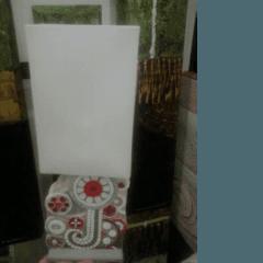 Lampada da tavolo scolpita a mano su pietra