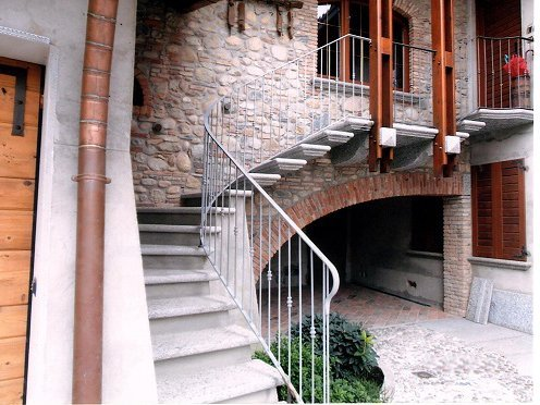 scale in ferro battuto