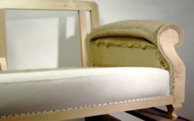 Modellatura e cucitura materassina braccioli