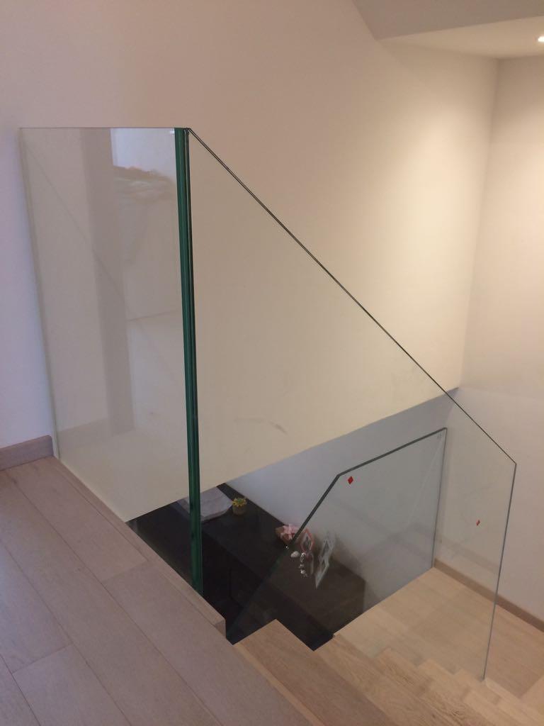 Protezione delle scale con lastra di vetro