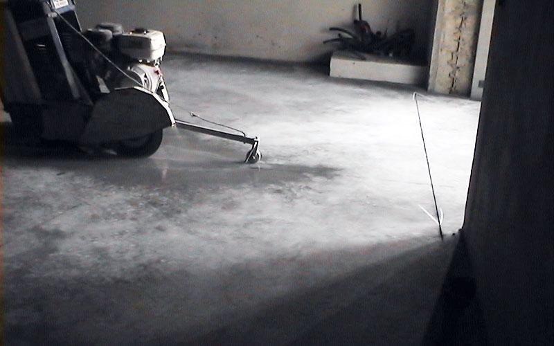 taglio su pavimentazione in CLS
