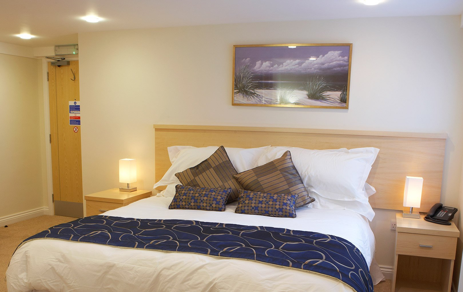 A bedroom in the best hotel for stays in Horsham