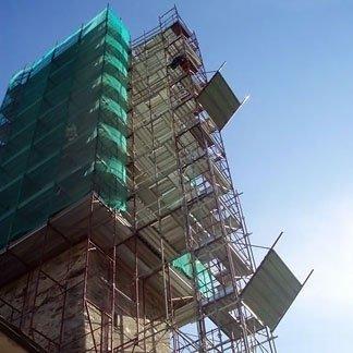 campanile con ponteggio
