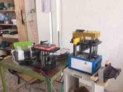 Vista della macchina per il taglio e la manipolazione del PVC