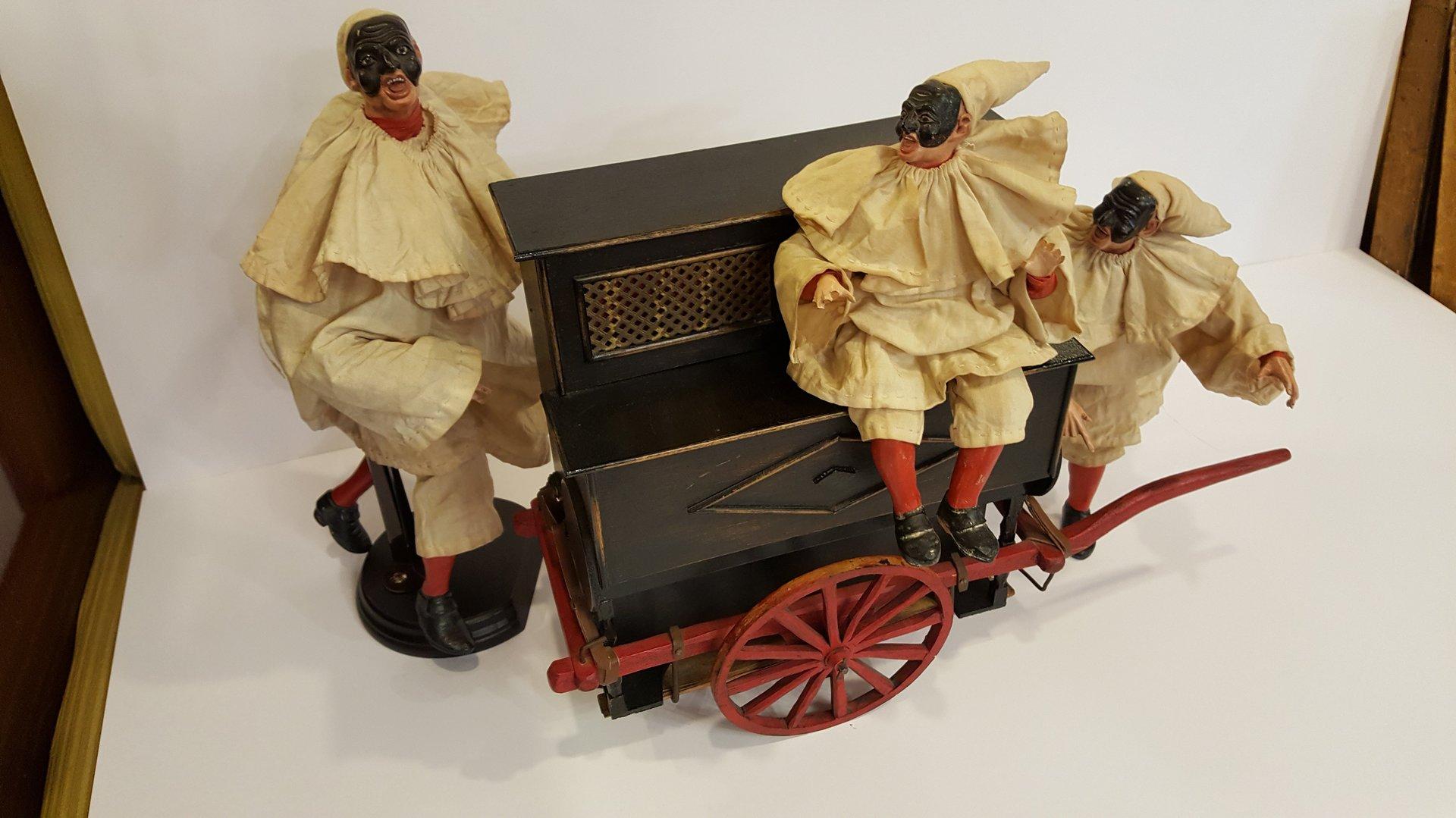 carillon a forma di carrozza con Pulcinella