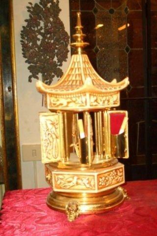 un oggetto dorato