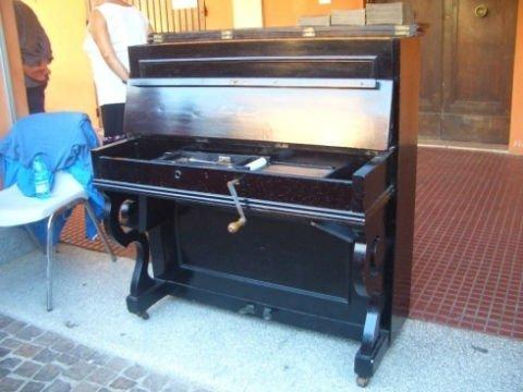 un pianoforte a manovella