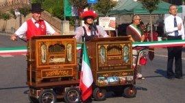 uomini con carillon