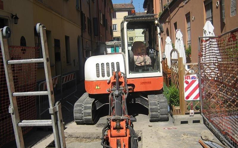 Cantiere fognatura in via Falcone a Bologna