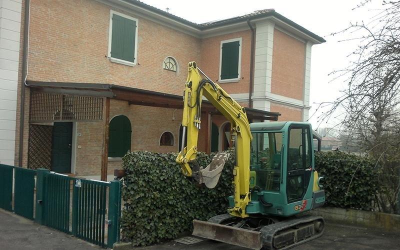 Lavori cantiere in via del Gomito a Bologna
