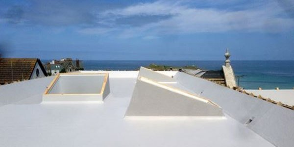 A new flat roof installation