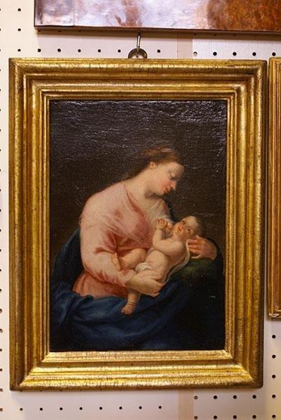 Madonna con bambino  in cornice dorata ,scuola Italiana del 700/  cent .31x21
