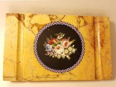 Fermacarte-in-marmo-giallo-antico-con-Micro-Mosaico-raffigurante-mazzo-di-fiori