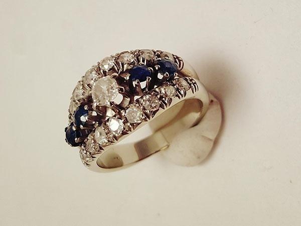 anello oro bianco con zaffiri