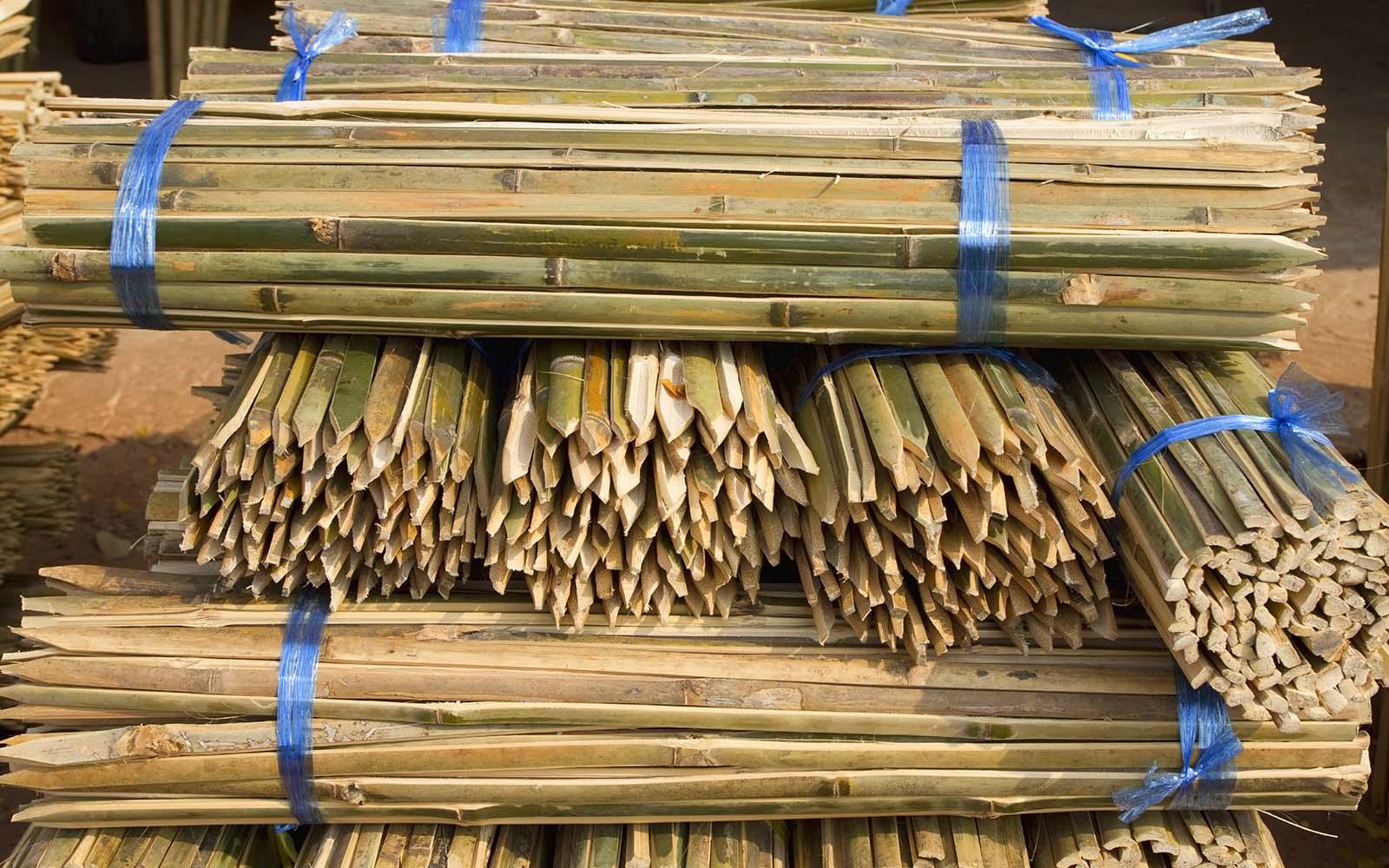 dei bastoni di legno