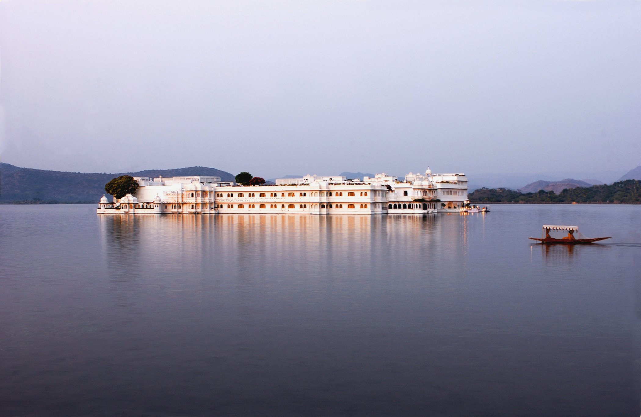 The Lake Palace Hotel in Udaipur (Octopussy - 1983)