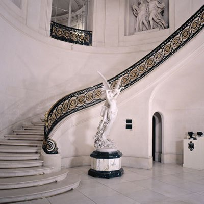 The stairway inside featured inside Elektra King's Baku residence in The World Is Not Enough (1999)