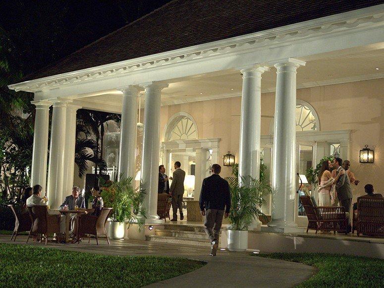 Daniel Craig walks into the Ocean Club in Casino Royale (2006)