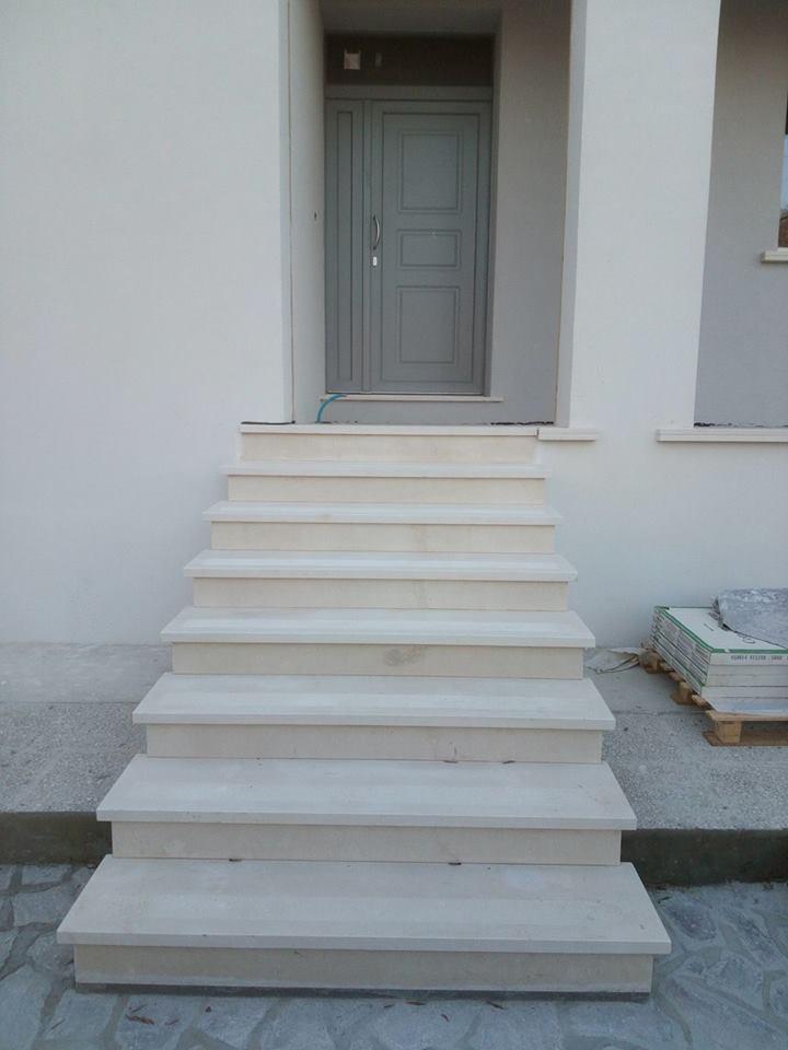 scala esterna in marmo