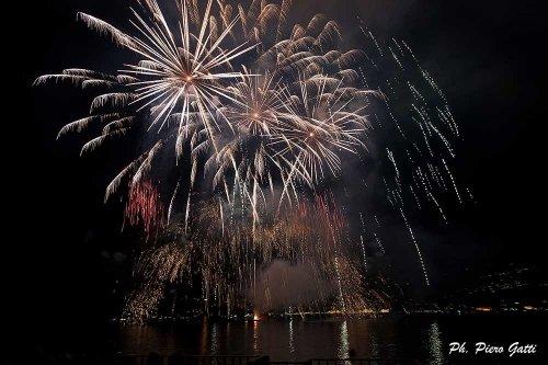 Fuochi d'artificio sul lago