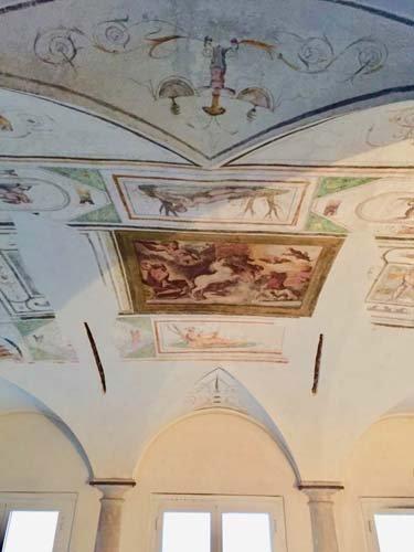 soffitto dipinto con affreschi