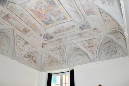 Soffitto a volta con decorazioni affrescate