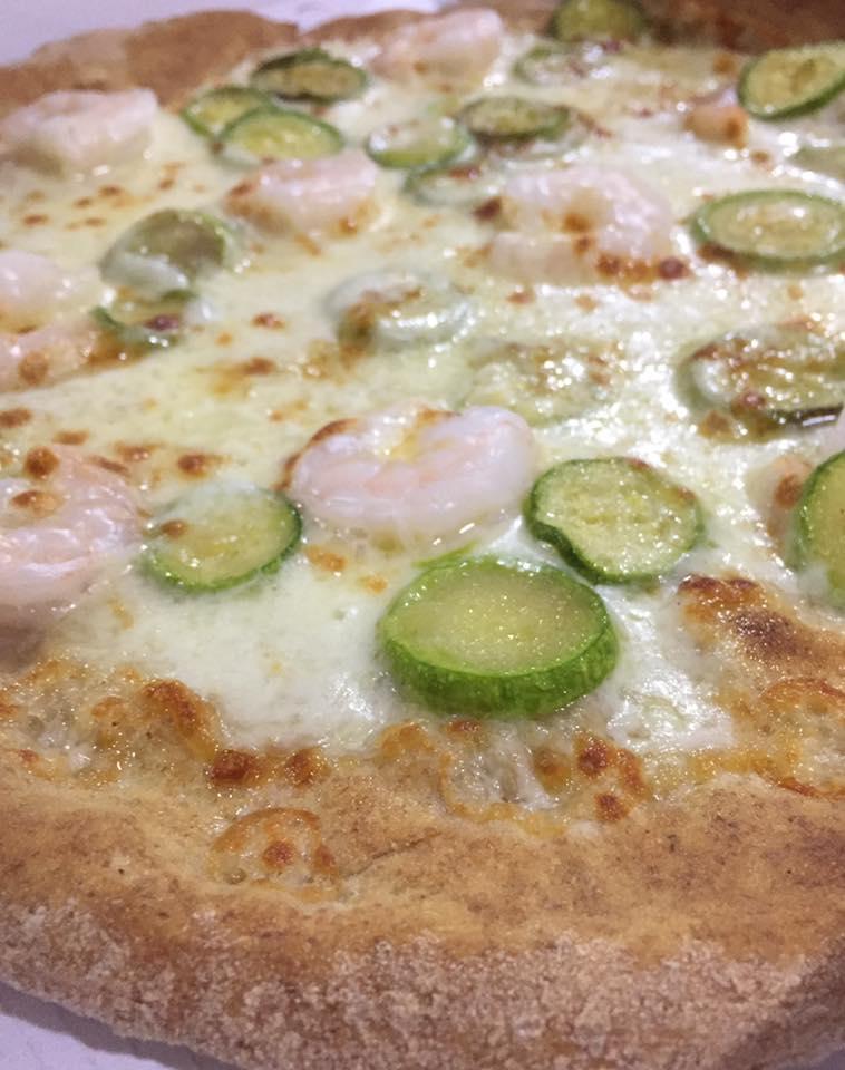 Pizza di gamberetti e zucchini