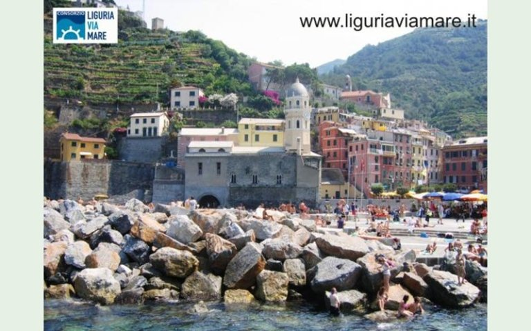 Boat trips to Vernazza