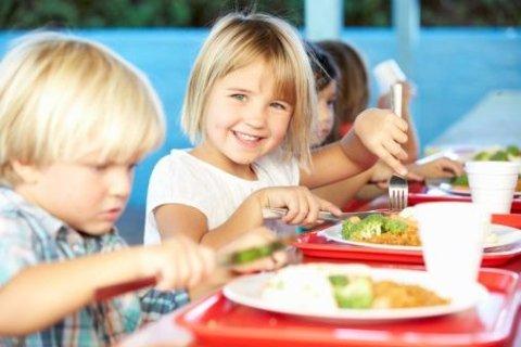 Bambini pranzo mensa
