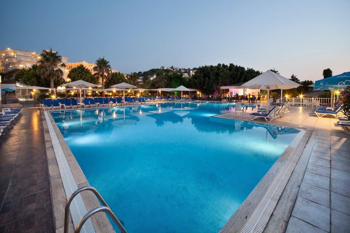 nearest hotel pool aga - HD1200×800