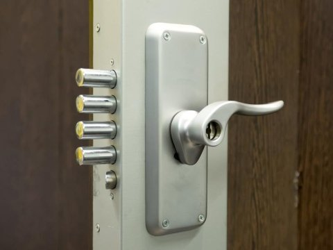 Installazione serrature di nuova generazione