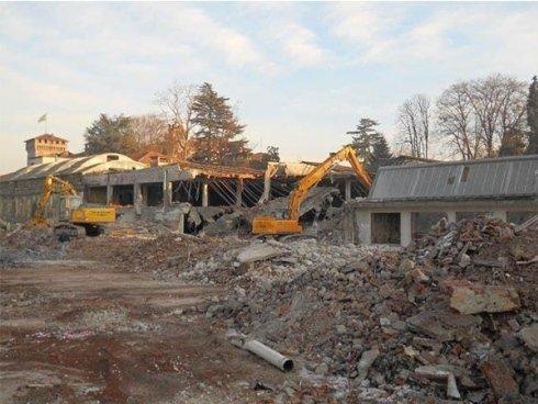 Demolizione fabbricati industriali