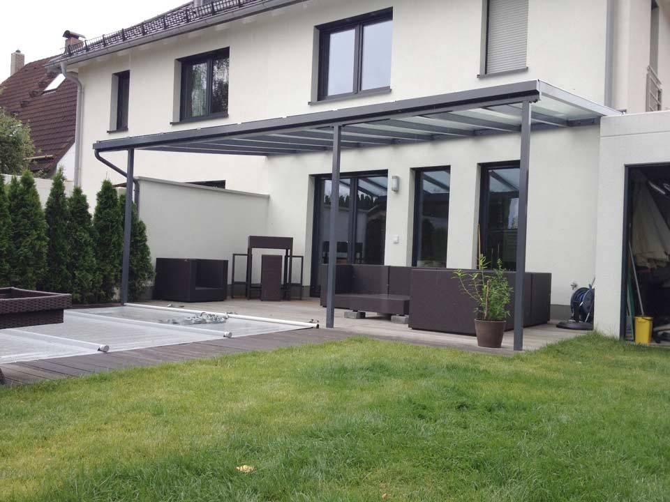 Moderne Terrassenüberdachung in München