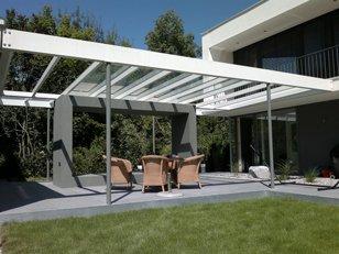 Moderne Terrasse aus Glas in Garching