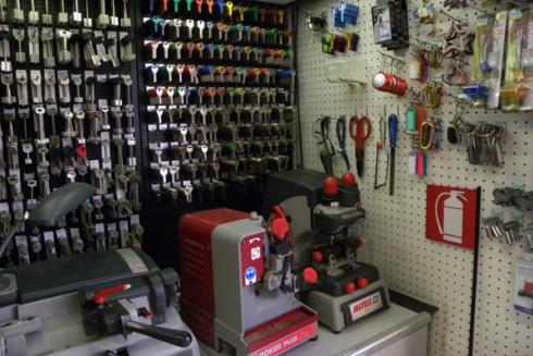 Il punto vendita offre servizi di duplicazione chiavi