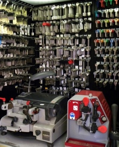 Il negozio fornisce servizi da ferramenta