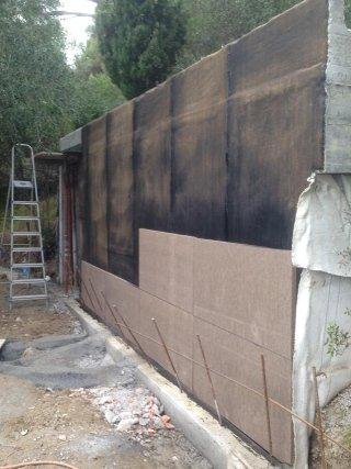 guaine impermeabili e pannelli isolanti su parete