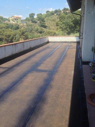 strato di guaina in poliestere su terrazza