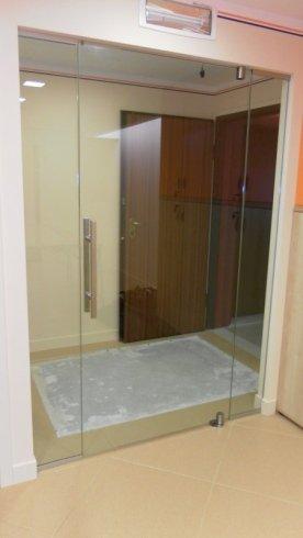 realizzazione porta in vetro, vetro decorato