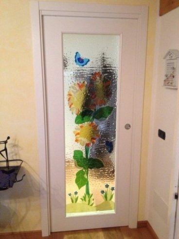 fiore colorato su vetro