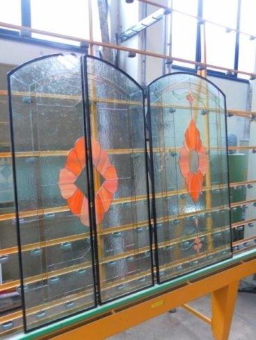 porte con decorazioni in vetro
