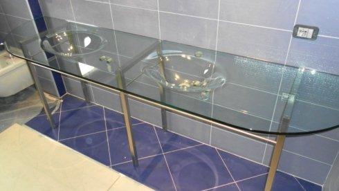 lavabo in vetro trasparente, bagno in vetro satinato