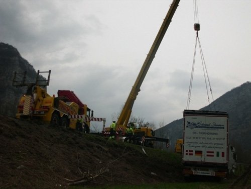 prelevamento camion con gru