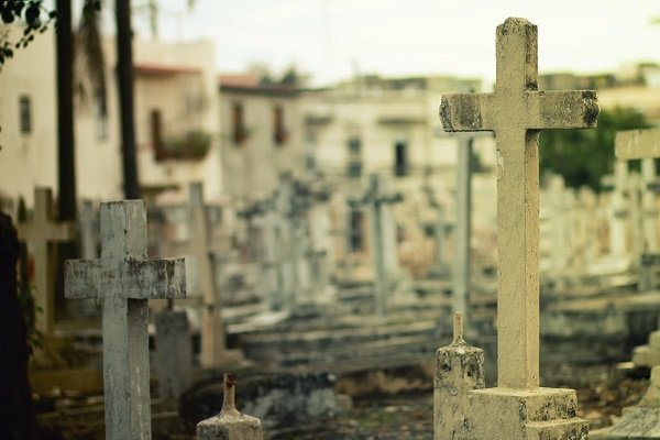 how to plan a graveside service cemetery