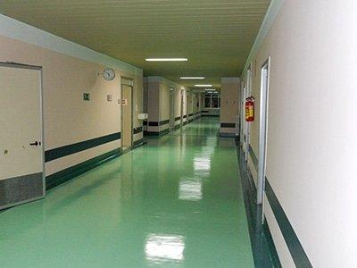 Rivestimenti anti rumore per corridoi in clinica
