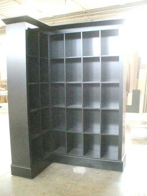 Libreria in legno nera