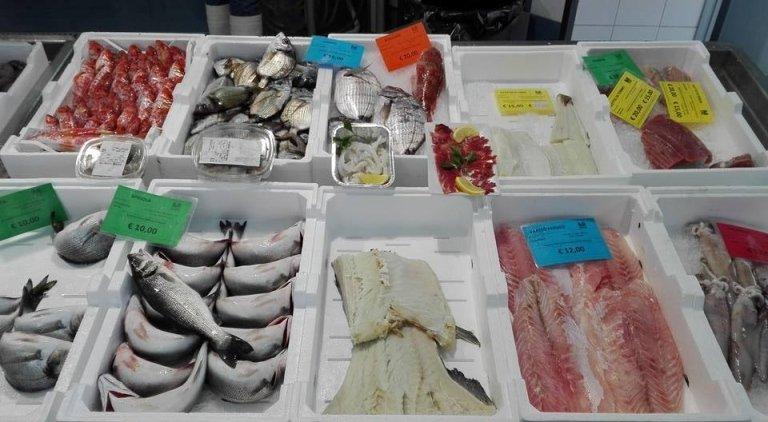 vendita pesce appena pescato